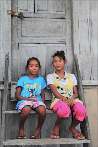 Baju girls - Togians islands, Palautaupan